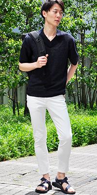 ADAM ET ROPÉ HOMME - アダム エ ロペ オム | 夏場でも「さらっと」着れる上品なフレンチリネンのVネックニット(2016/05/19)