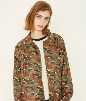 MAISON KITSUNÉ PARIS MEN - メゾン キツネ メン | ALL-OVER CAMO FOX FOLDABLE BERTIL WINDBREAKER