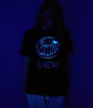 JUN SELECT - ジュンセレクト | ブラックライトDJアゲ太郎Tシャツ