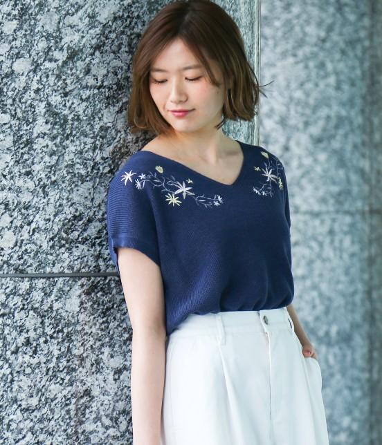 ビス | フラワー刺繍フレンチスリーブプルオーバー | ネイビー