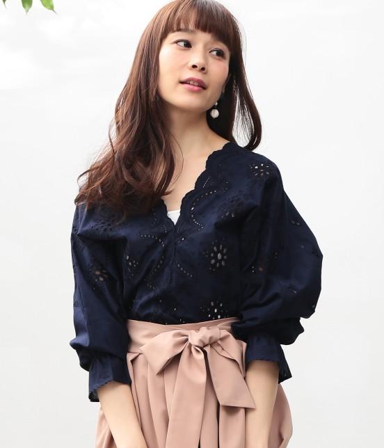 ビス   【WEB限定カラー】パンチングレースボリューム袖ブラウス   ネイビー