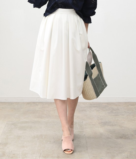 ビス | ランダムタックミディ丈スカート | ホワイト