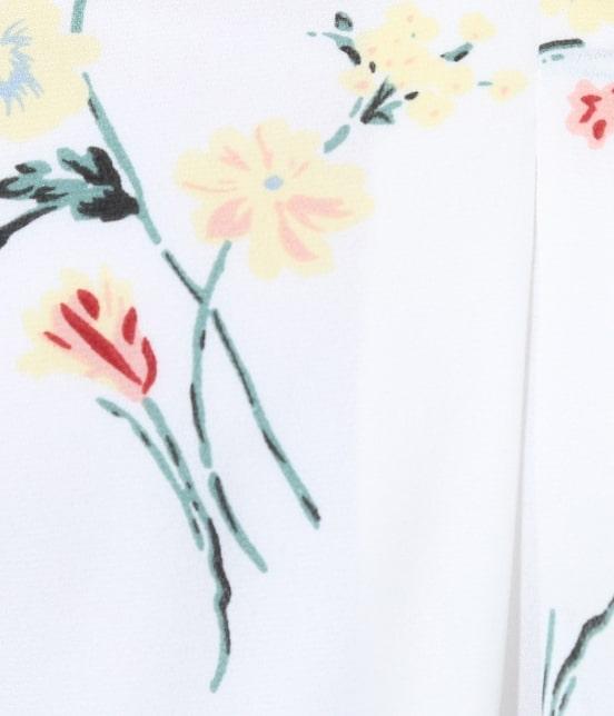 ビス | フレンチスリーブ飛び花柄ノーカラーブラウス - 8