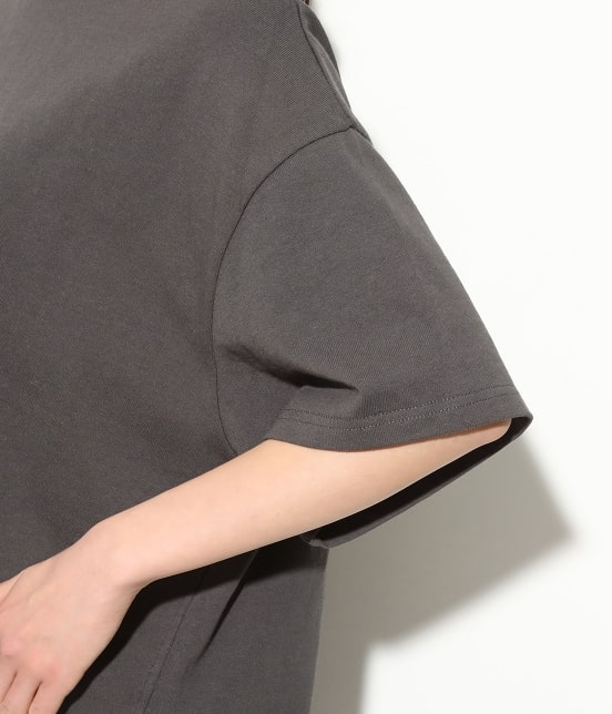 ビス   【WEB限定】半袖スリット入りTシャツ - 4